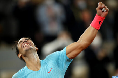 epa08736021 Rafael Nadal of Spain reacts after winning against Novak Djokovic of Serbia in their men?s final match during the French Open tennis tournament at Roland ?Garros in Paris, France, 11 October 2020.  EPA-EFE/YOAN VALAT